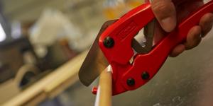 Scissor-Style Pipe Cutter